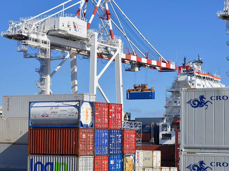 freeport crane and containers